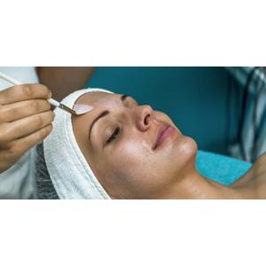 Chemický peeling alebo anti-akné ošetrenie