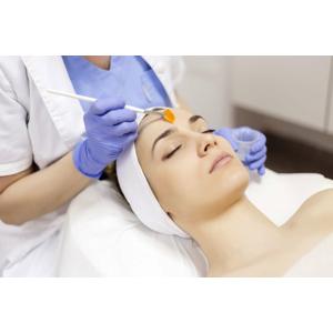 Chemický povrchový peeling s komplexom prírodných peptidov dokonale zlepšuje stav pokožky