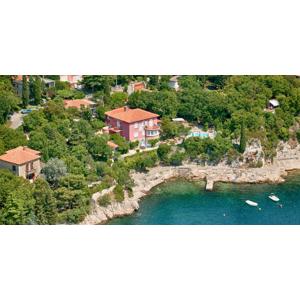 Dovolenka v Chorvátsku v štúdiách Villa Dora s bazénom a len pár krokov od mora