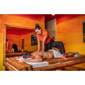 Exkluzívna kokosová masáž so špeciálnym peelingom v jednom z najobľúbenejších salónov v centre mesta