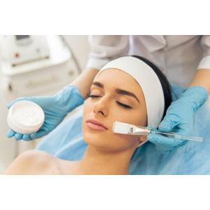 Hĺbkové čistenie a regenerácia pleti, vďaka ktorej zažiarite v Beauty Esthetic Centrum
