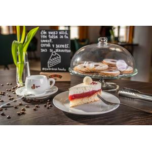 Káva + tortička v rodinnej cukrárni KUUTS na Kollárku