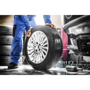 Kompletné prezutie alebo prehodenie pneumatík s materiálom v cene