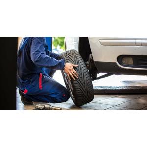 Kompletné prezutie vozidla, prehodenie kolies a uskladnenie pneumatík