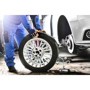 Kompletné prezutie vozidla, prehodenie kolies alebo uskladnenie pneumatík