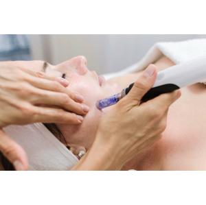 Mezoterapia, ošetrenie na podporu tvorby kolagénu, okamžite obnovuje, vyhladzuje, rozjasňuje a hydratuje pokožku