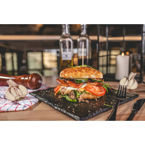 """Pražský burger z trhaného bravčového pečeného mäsa - """"take away"""" alebo s rozvozom domov"""