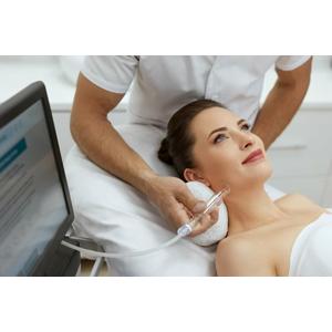 Príjemná banková masáž tváre na omladenie a výraznú regeneráciu pleti