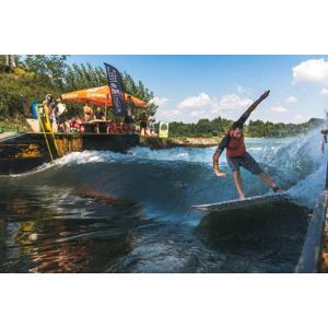 PRVÝKRÁT V PONUKE: Unikátny surfing priamo na Slovensku alebo jazda vodným skútrom po Dunaji