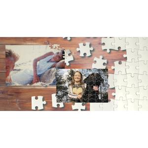 Rodinná zábava pri skladaní puzzle s vašou fotografiou