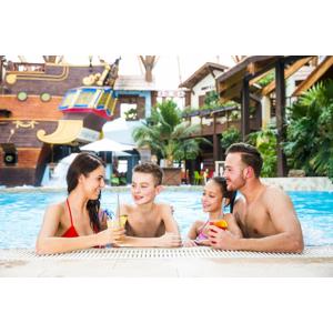 TATRALANDIA s 10 bazénmi, toboganmi a tropickým rajom, kde je celý rok 30 °C